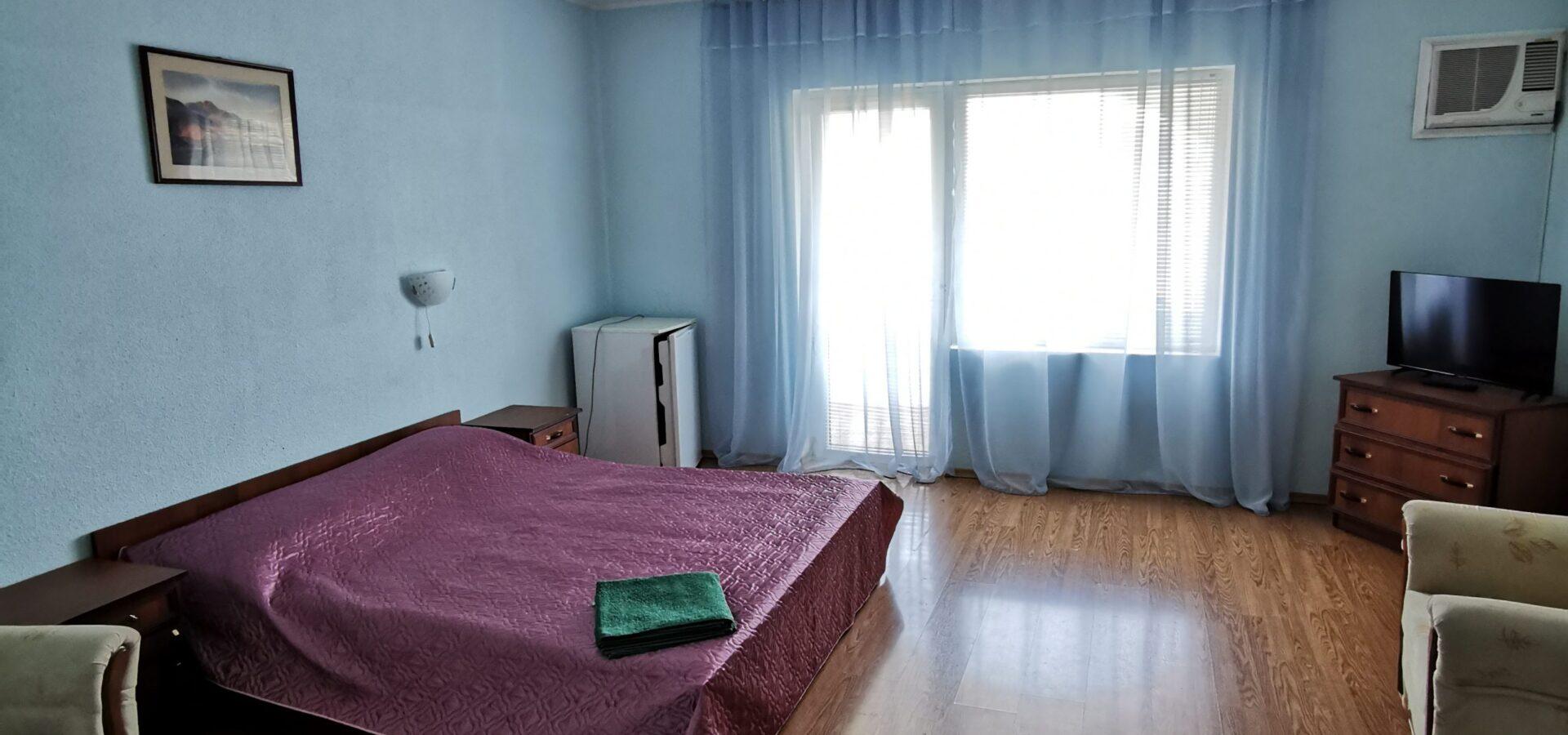 Гостиница в Судаке.